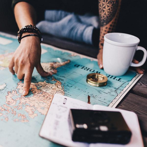 Être en couple, mais voyager solo